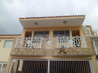 Se Vende Bonito Y Comodo Town House En Los Mangos