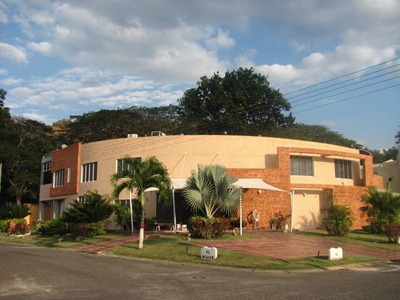 Venta Elegante Quinta 2 Niveles Villas San Diego Valencia Rb