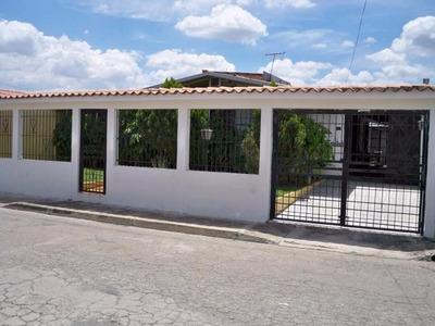H.a Amplia Casa En Venta