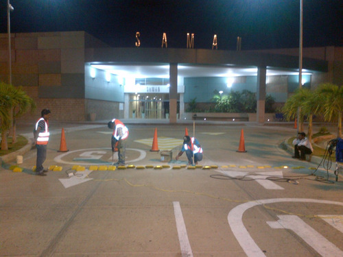 reductor de velocidad vial,tachon,policia acostado